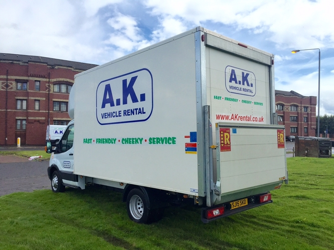 Luton box van with TAIL LIFT hire